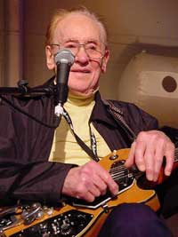 Electric Guitar Legend, Les Paul, dies at 94